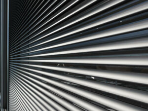 Встроенная в фасад SFC 85 солнцезащита Schüco CTB
